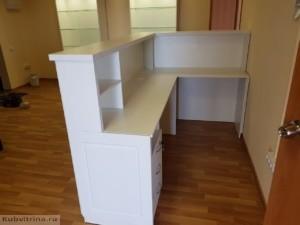 Мебель для салона красоты в Краснодаре. Ресепшен углового типа.