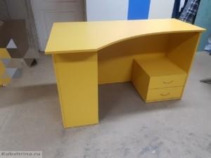 Письменный стол для работы в магазине. Материал: лдсп. Торговое оборудование Краснодар