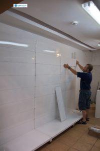 3. Процесс установки металлических стеллажей