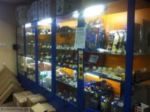 Торговое оборудование Краснодар. Обустройства магазина. Торговые витрины и прилавки в ярком цвете с подсветкой.