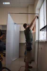 """Процесс установки просторного складского помещения для магазина с использованием системы """"ДЖОКЕР""""."""