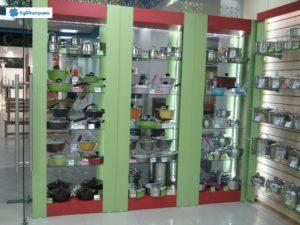 Торговое оборудование Краснодар. Обустройство магазина. Витрины в красно-зеленом цвете с подсветкой.
